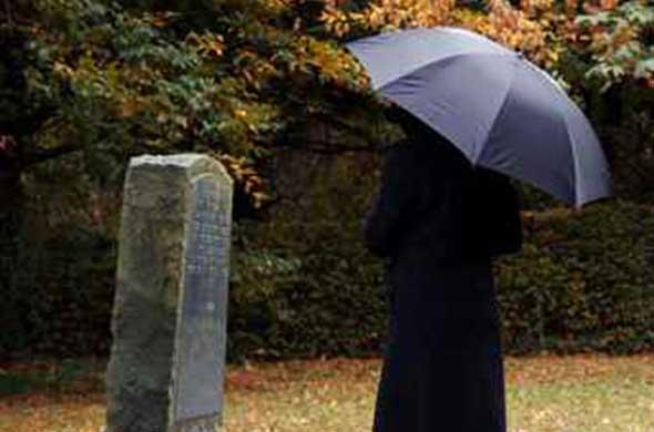 Erbrecht kommt in der Trauerstunde zu tragen.